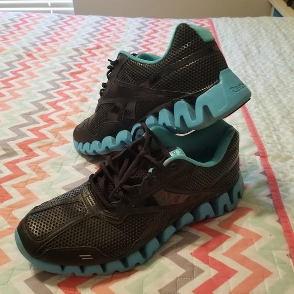 68874041dff25 Reebok Shoes